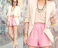 pastels_fashion_street_style_pink_suit_shorts_jackets_id_throw_on_a_skinny_turquoise_belt_though_thumb